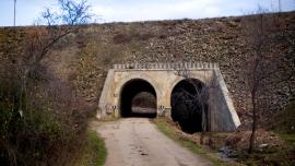 Tunel bajo el tren