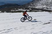 Ciclista de nieve